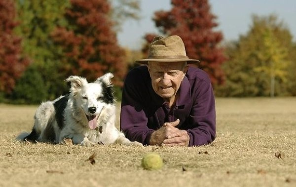 Senior-with-Dog-1-600x380_c